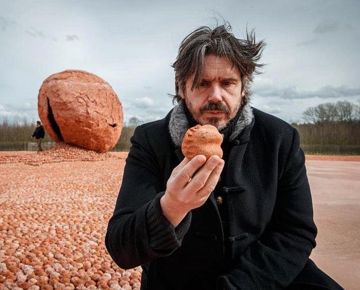 Koen Vanmechelen in front of his art installation
